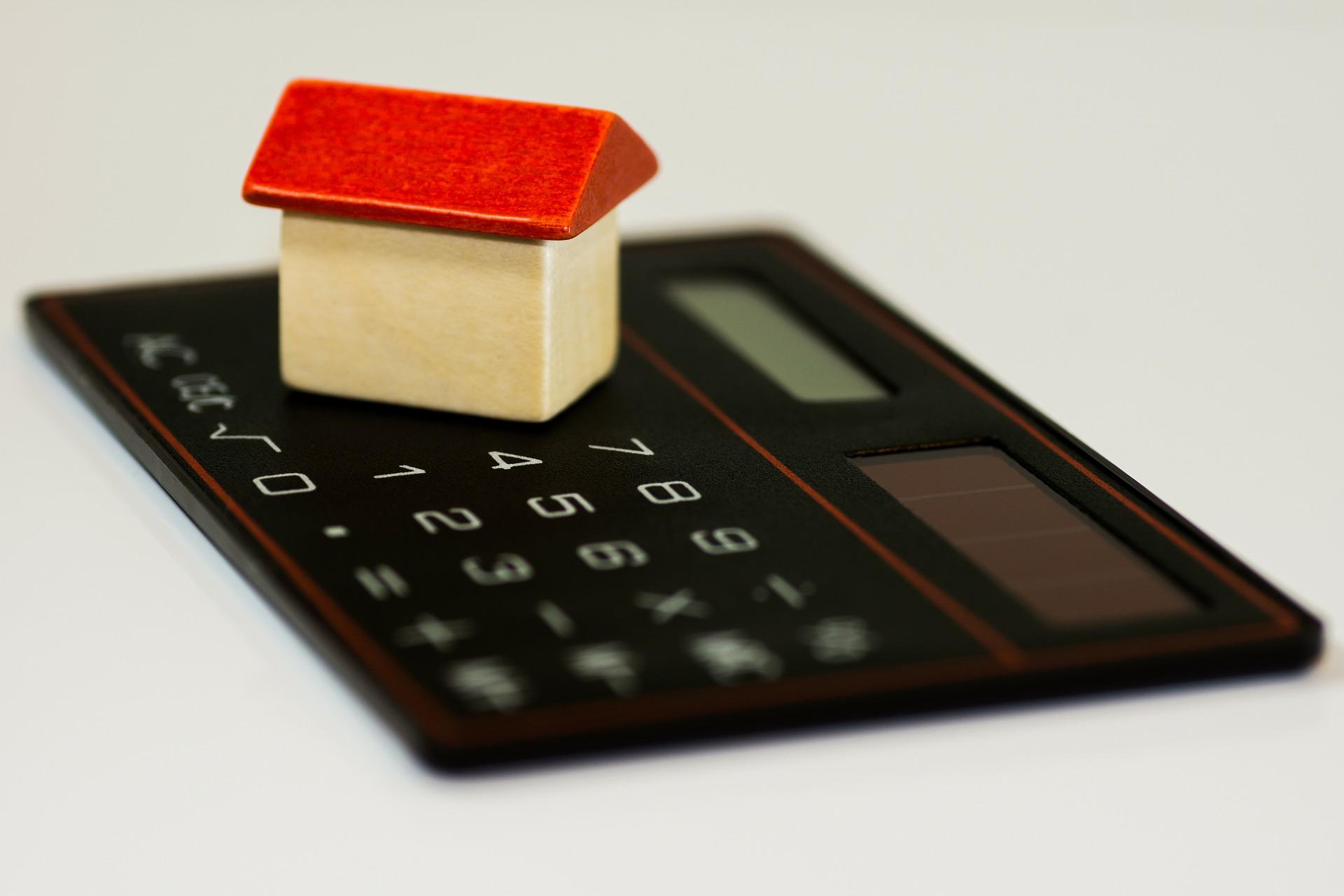 Rovnocenní soupeři! Stavební spoření versus hypotéka.